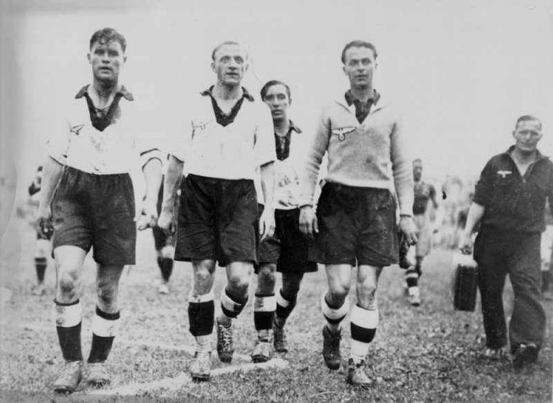 №9. GERMANY - SWEDEN 2:1 (0:0). Шведы выбивали из строя сами себя